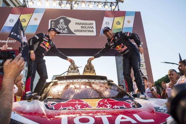 La alegria de Peugeot y Peterhansel