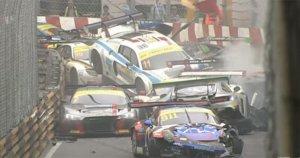 CHOQUE MÚLTIPLE EN LA FIA GT