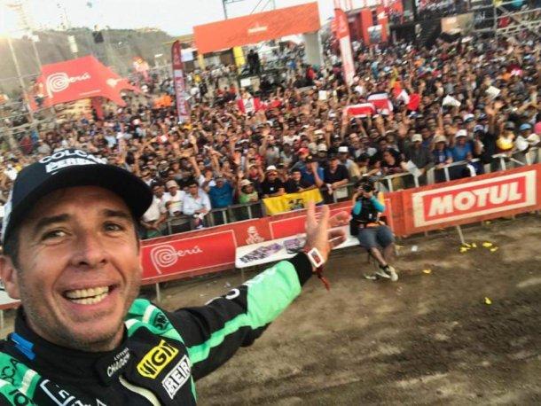 Silva con el publico peruano en este Dakar 2019