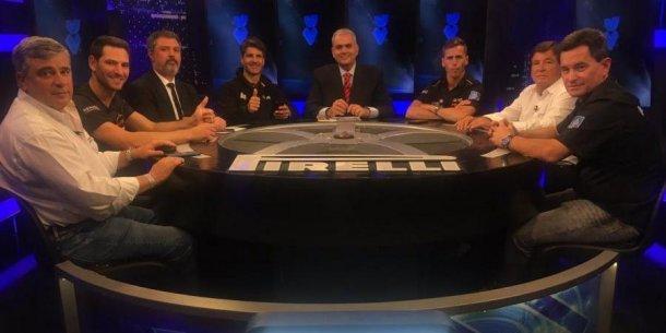 La mesa de UV con los campeones del Super TC2000