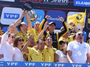 PERNIA CAMPEON DEL SUPER TC2000